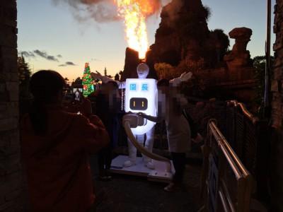 マジカルラグーンの噴火と園長、点灯