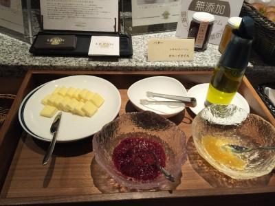 バターとオリーブオイルにジャム