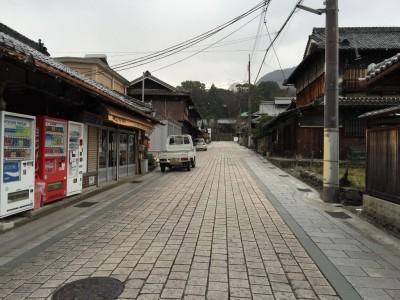 石畳の道の先に慈尊院