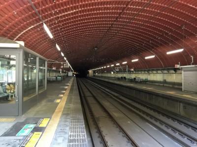 武田尾駅はトンネル内にホーム