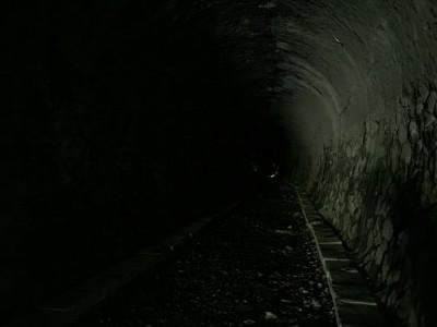 距離の長いトンネル