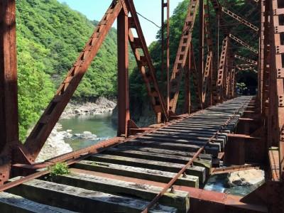 かなりガタがきてる鉄橋