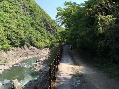 廃路線ハイキングコースと渓谷