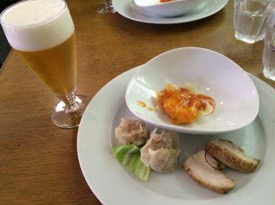 オードブル(大海老のフルーツチリソース・自家製スモークチキン・ふかひれシュウマイ)+グラスビール