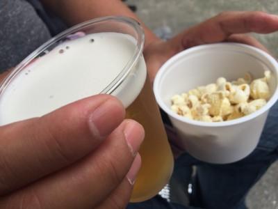生ビールと和風ポップコーン