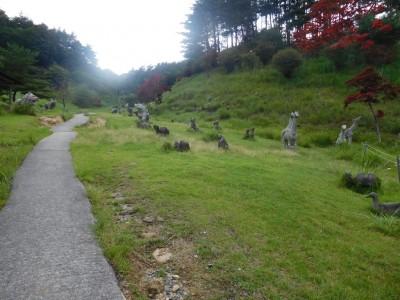 石の動物たちの広場