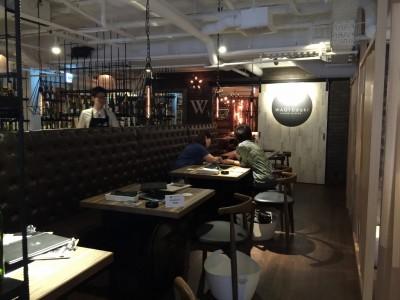 WAGYUdoki茶屋町店内・テーブル席1