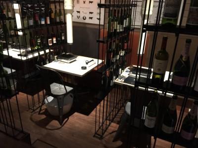 WAGYUdoki茶屋町店内・テーブル席3