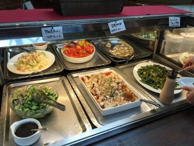 「三田産きゅうり~ゆずドレッシング~」「豆腐のサラダ~自家製ラー油で~」「いんげん豆とコーンのサラダ~ごまドレッシングで~」