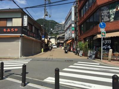 平日の箕面駅付近
