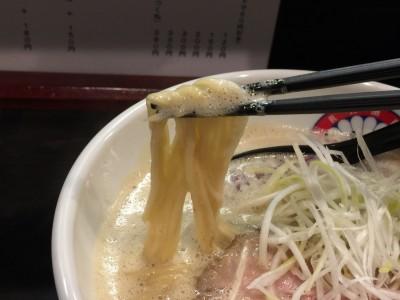 とりとん醤油の麺
