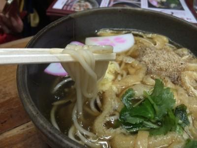 ささめうどんの麺は細麺