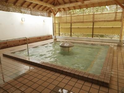 大江戸赤富士風呂大浴場の露天風呂