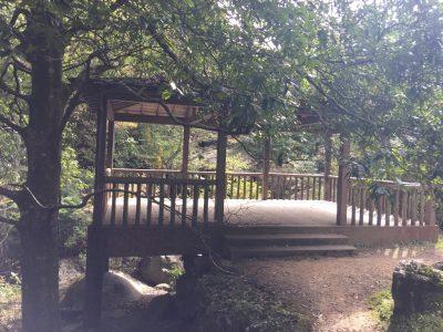 鳴瀑の休憩所
