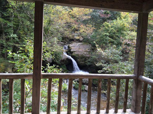 休憩所からの鳴瀑