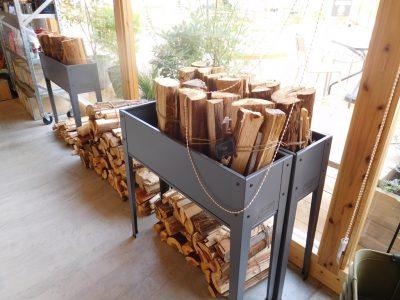 焚き火用の薪