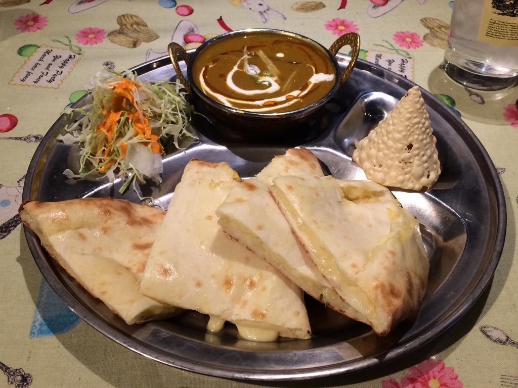 ネパール料理「サンチャイ」サービスランチ(チーズナン)