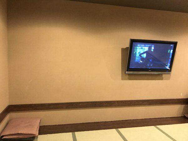 座布団とテレビ