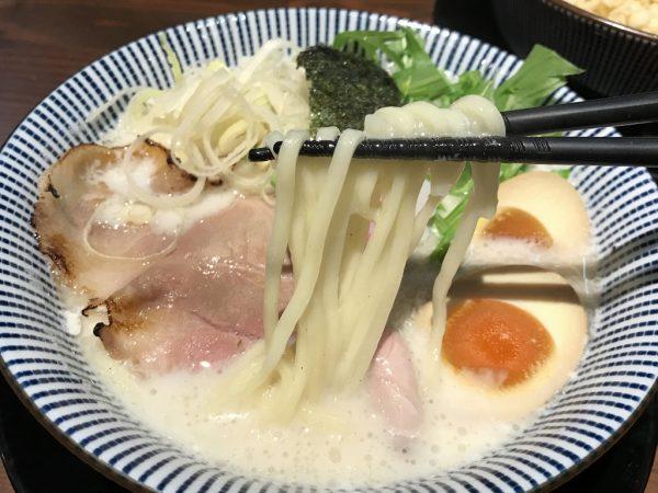 自家製麺「平打ち麺」