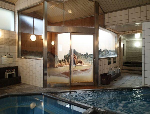 クア武庫川・奥が天然温泉