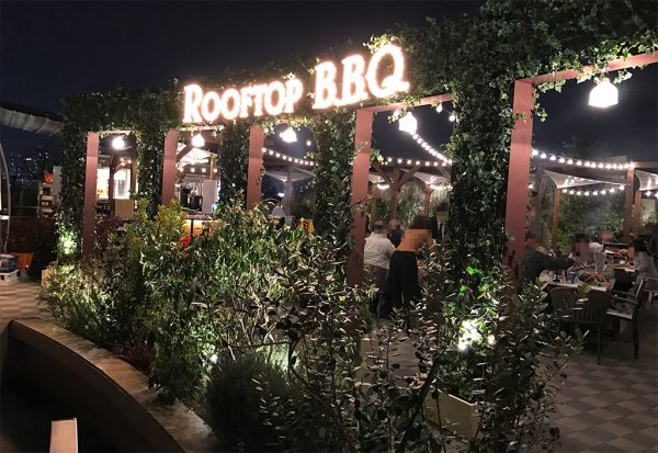 難波 ザ ルーフトップ バーベキュー(The ROOFTOP BBQ)夜の入口前の外観