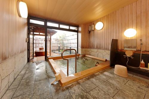 木造り(高野槇)の家族風呂「なごみ」