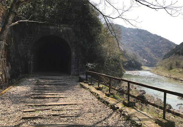 武田尾駅スタートの最初のトンネル