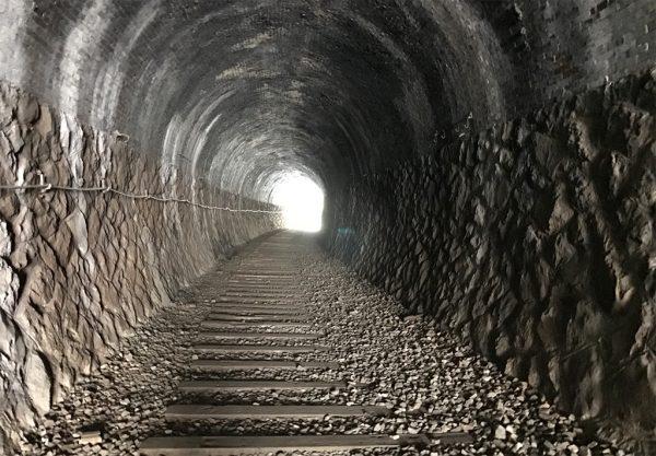 短めのトンネル