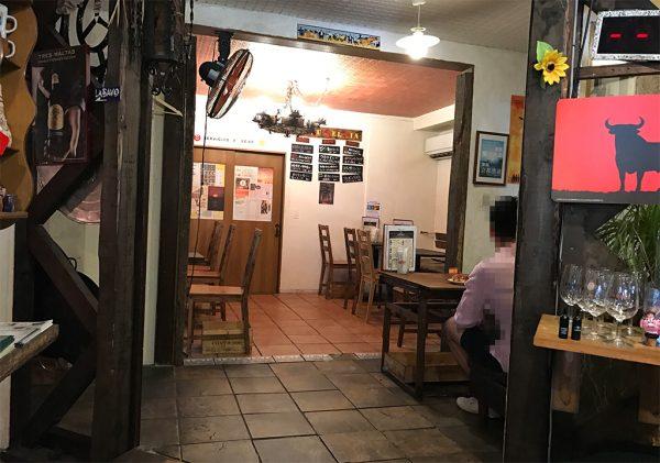スペイン料理 3BEBES 店内奥