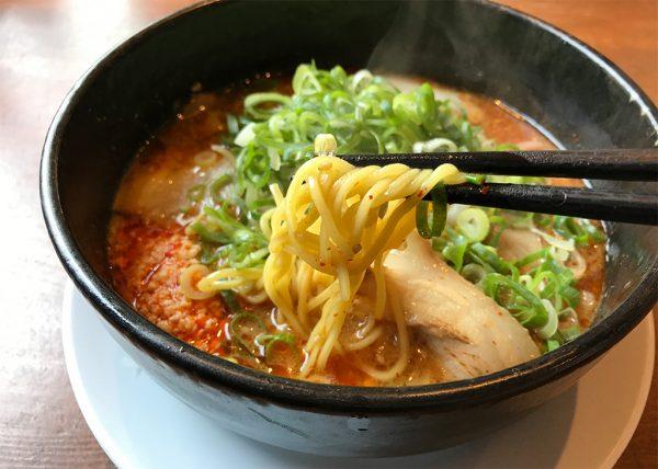 エース軒 ピリカラらーめん 麺