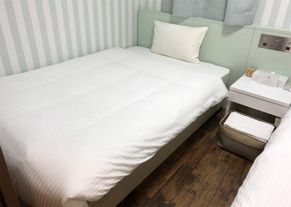 パームガーデン舞洲 トレーラーハウス ベッドルーム ベッド