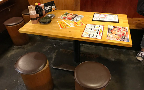 十三 海の家 内観 テーブル席
