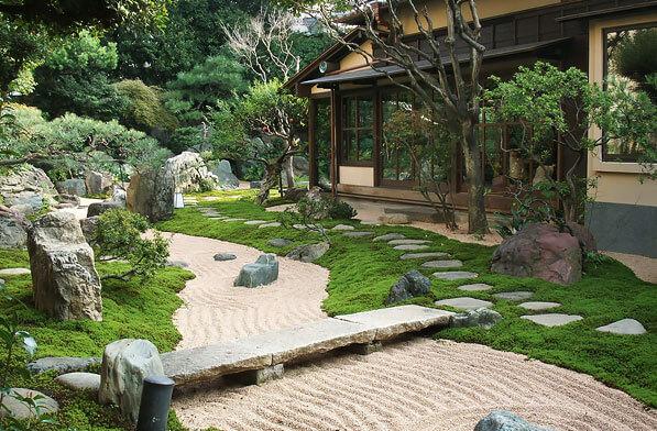 前野原温泉 さやの湯処 日本庭園