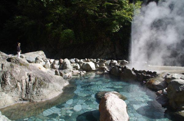 黒薙温泉旅館 露天風呂 噴泉